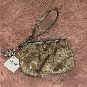 •NWT• Coach Small Wristlet
